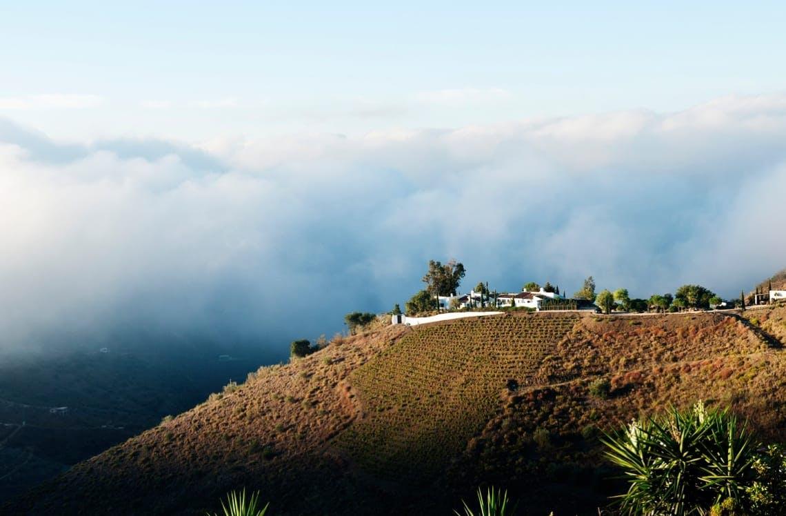 Villa sur fond de nuages