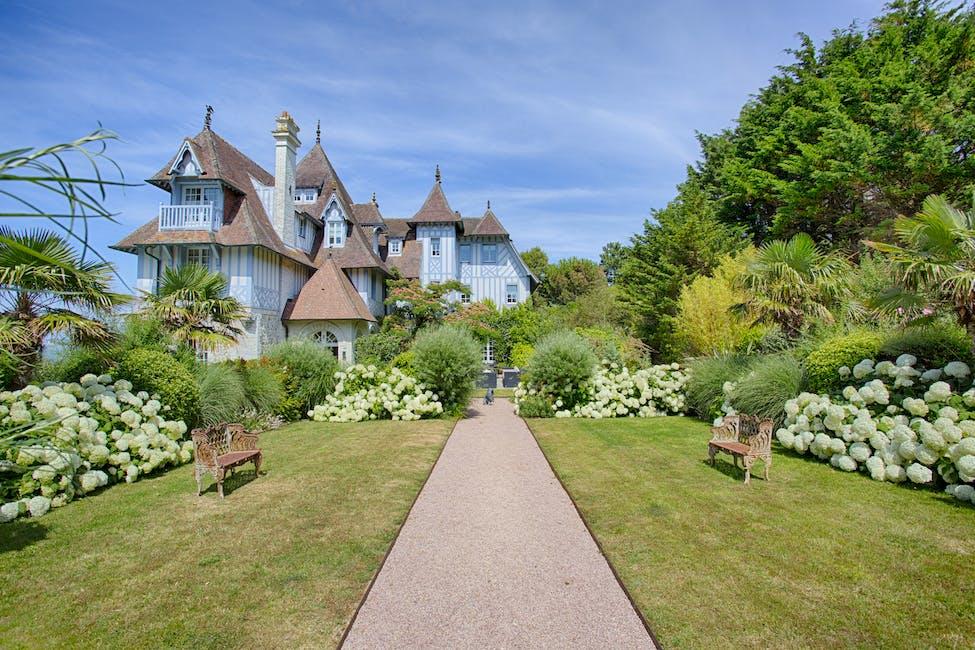 luxury villa rentals in Normandy